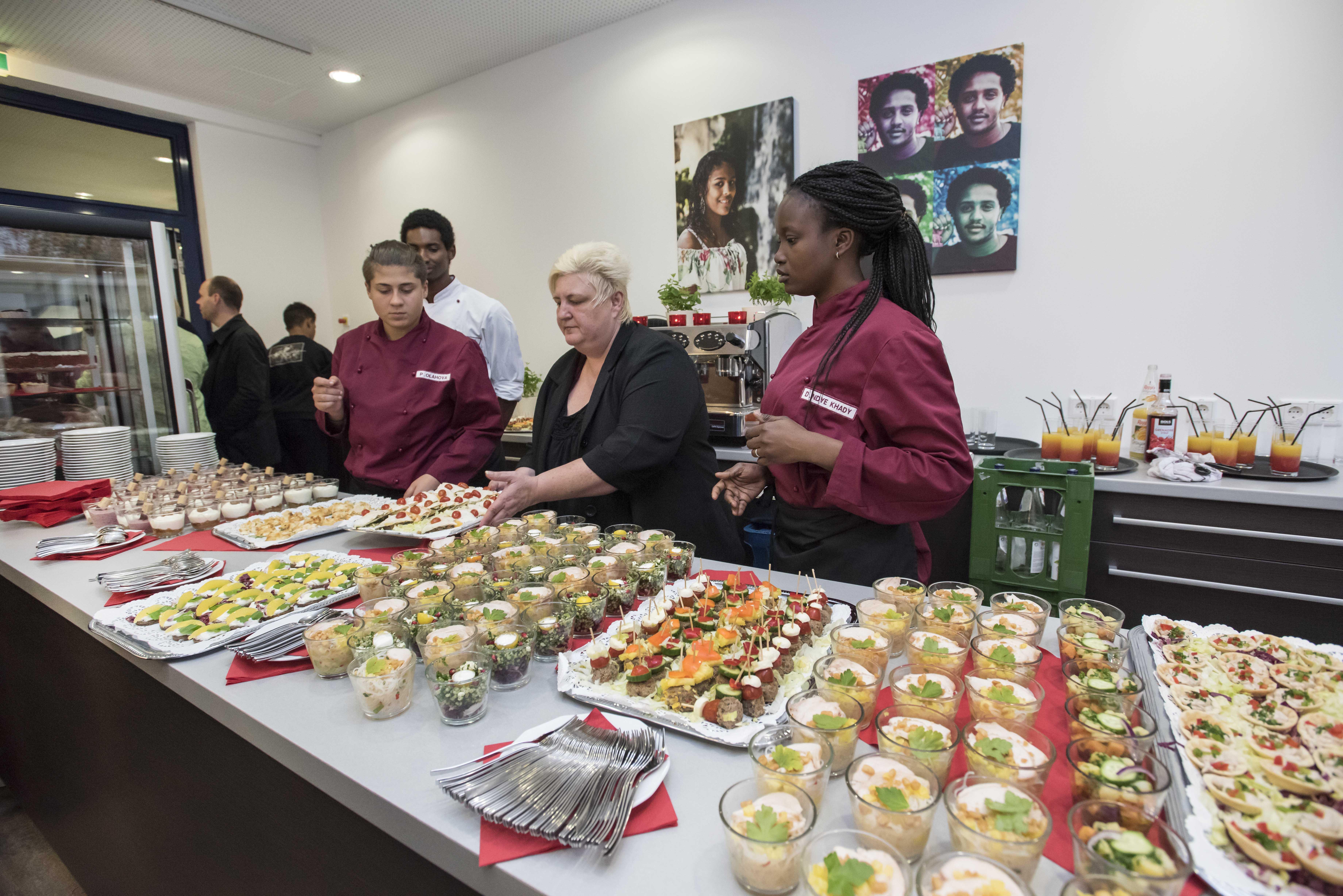 """Eröffnung Zentrum Jugend und Migration """"Café iZi"""", Evangelischer Verein für Jugendsozialarbeit in Frankfurt am Main e.V. 26.10.2017"""